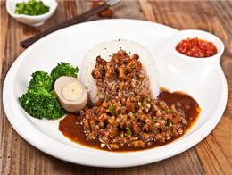 壹大碗鹵肉飯讓消費者回味無窮,店面回頭客眾多